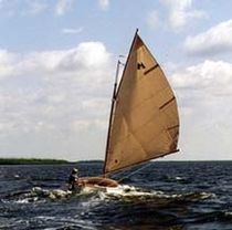 sailboat : classic day-sailer (cat boat) CAT 15  Menger