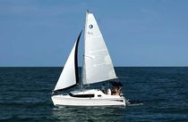 sailboat : cruising motorsailer 27 EDGE Hunter