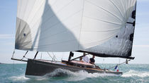 sailboat : day-sailer (open transom, teak deck, with cabin, lifting keel) CODE 0 Black Pepper