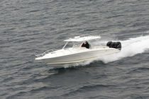 sport-fishing boat : outboard walkaround (triple engine, T-Top) 37 CABIN Midnight Express