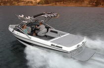 wakeboard boat : bow-rider runabout (15 person max., with sundeck) TEAM V Calabria Boats