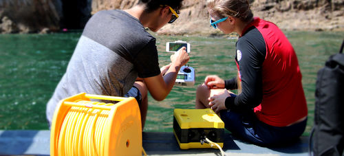 underwater photography drone / tethered / remote-controlled