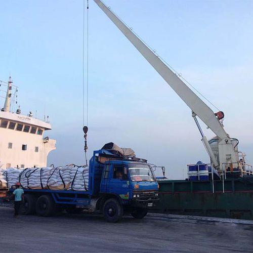 ship crane / deck / boom