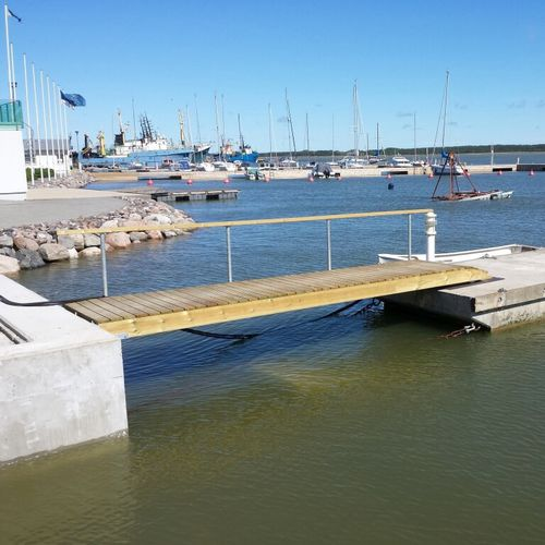 boat gangway / for docks / with handrails / wooden