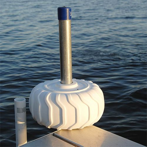 boat fender / dock / wheel