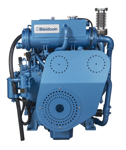 professional vessel engine / auxiliary / diesel / direct fuel injection