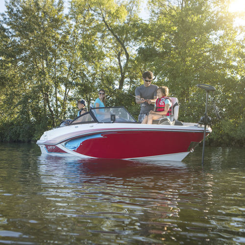 outboard runabout / bowrider / dual-console / wakeboard