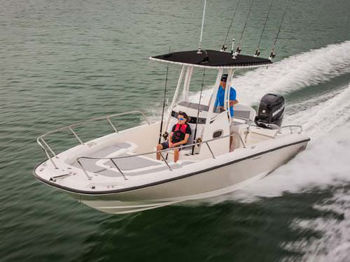 outboard center console boat - Boston Whaler