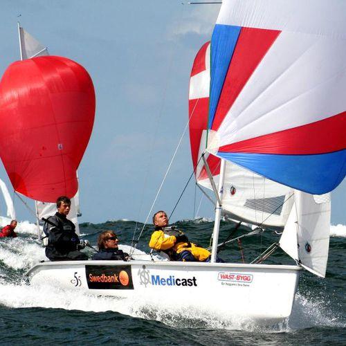 multi-person sailing dinghy / regatta / instructional / skiff