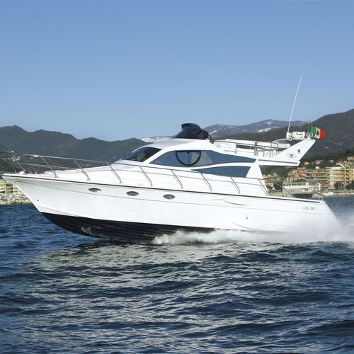 inboard express cruiser / diesel / flybridge / 14-person max.