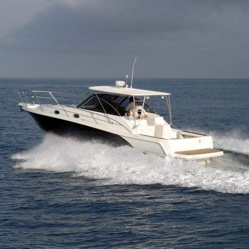 inboard express cruiser / diesel / twin-engine / open