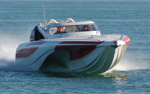 outboard express cruiser / twin-engine / open / dual-console