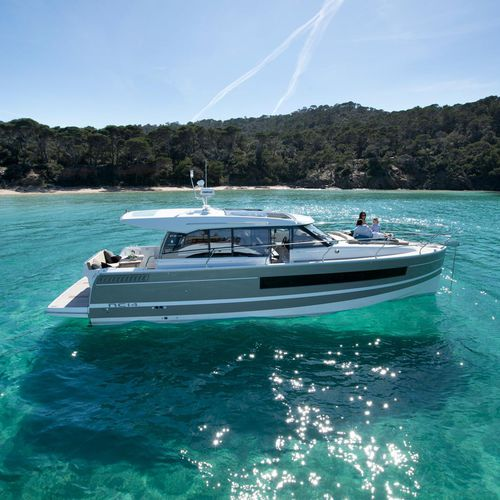 inboard express cruiser / twin-engine / hard-top / 6-person max.