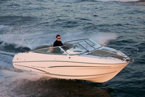 outboard day cruiser / sundeck