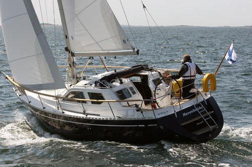 Monohull / cruising / deck saloon / 1-cabin 321 Nauticat