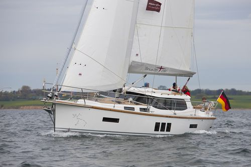 Cruising sailboat / with enclosed cockpit / deck saloon / with 2 or 3 cabins 35DS Sirius Werft GmbH
