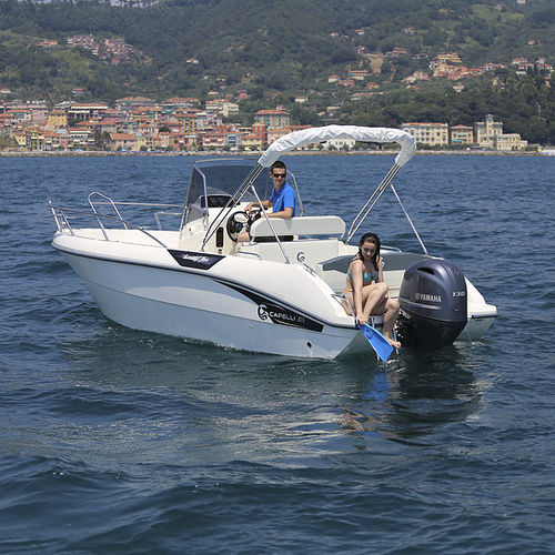 outboard walkaround / center console / 6-person max. / sundeck