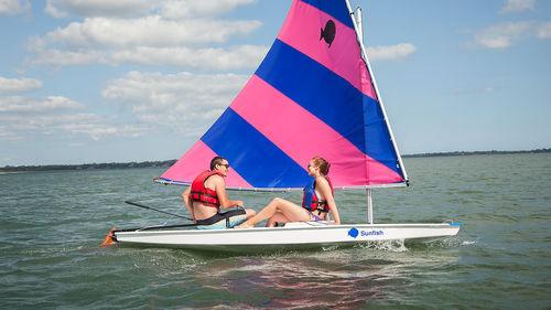 single-handed sailing dinghy / recreational / Sunfish