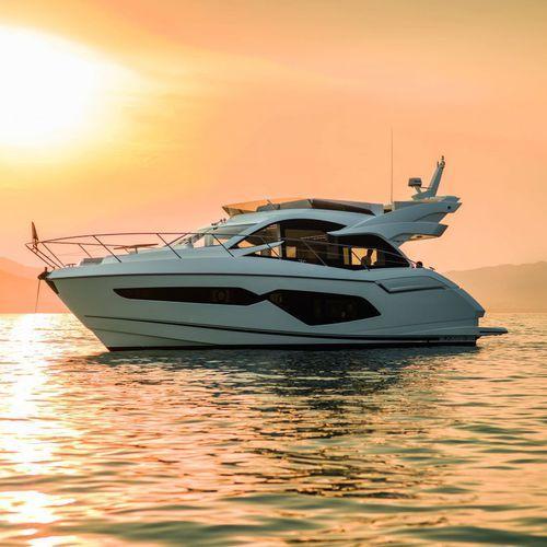 Cruising motor yacht / flybridge / 3-cabin MANHATTAN 52 Sunseeker