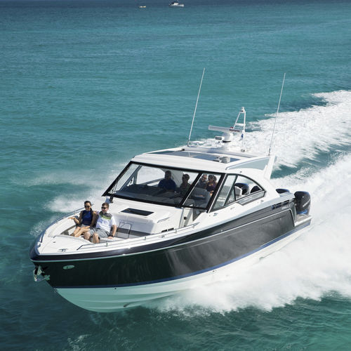 outboard express cruiser / four-engine / hard-top / bowrider