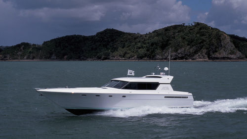 sport motor yacht / hard-top / GRP / displacement