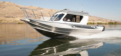 Inboard cabin cruiser / hard-top / sport-fishing / 7-person max. 220 OCEAN KING Weldcraft