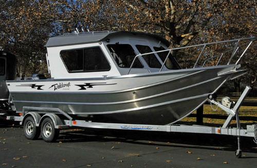 Inboard cabin cruiser / sport-fishing / 7-person max. 220 OCEAN KING Weldcraft