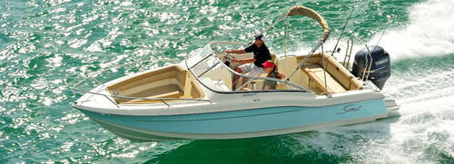 Outboard runabout / bow-rider / 8-person max. 210 Dorado Scout Boats
