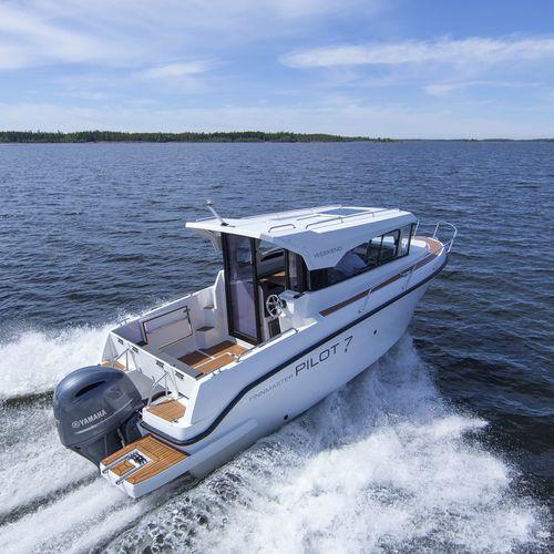 outboard walkaround / wheelhouse / sport-fishing / 7-person max.
