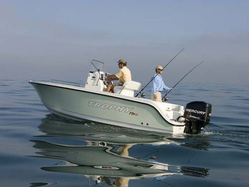 outboard center console boat / sport-fishing