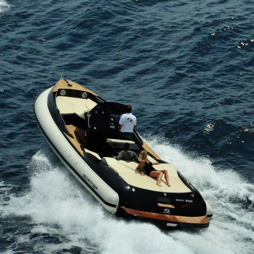 inboard inflatable boat / rigid / center console / yacht tender