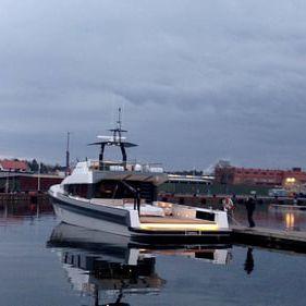 cruising motor yacht / wheelhouse / semi-displacement hull