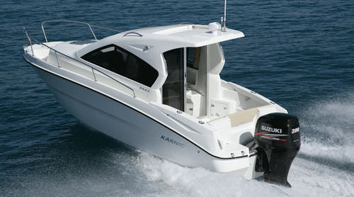 outboard day cruiser / with enclosed cockpit / hard-top / 7-person max.