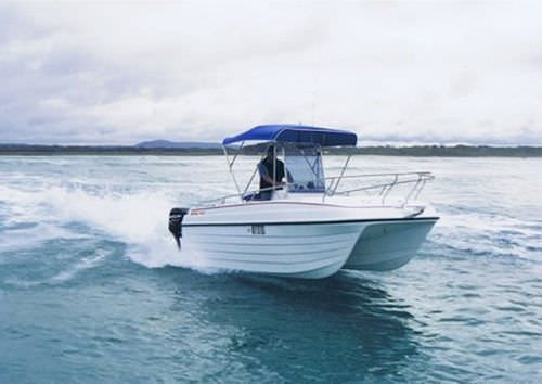 center console catamaran / outboard / twin-engine