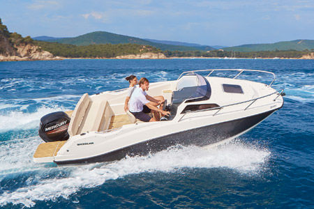 Outboard day cruiser / 5-person max. / with cabin / sundeck ACTIV 555 CABIN Quicksilver Boats