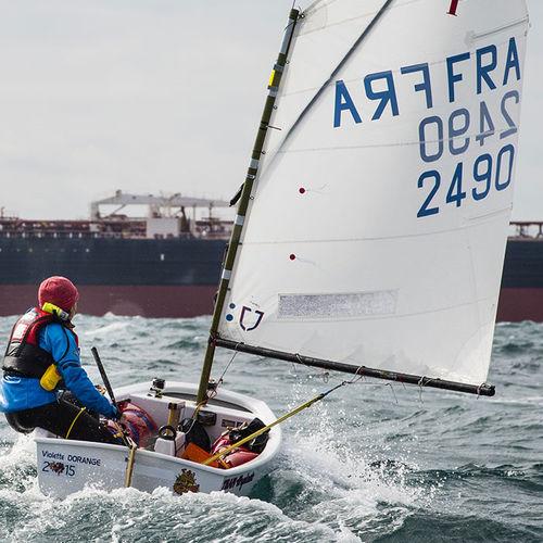 single-handed sailing dinghy / children's / regatta / catboat