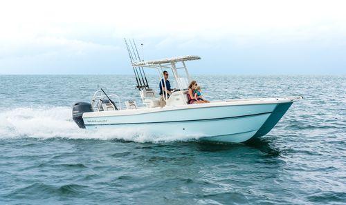 center console catamaran / outboard / twin-engine / sport-fishing