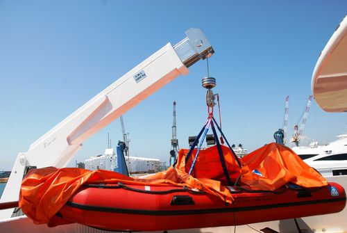 rescue boat davit / electric and hydraulic / rotating / telescopic