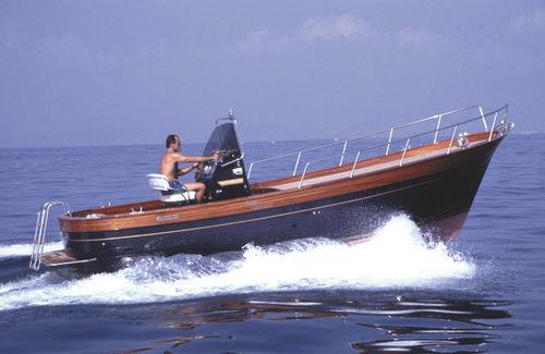 inboard center console boat / gozzo / classic / with cabin