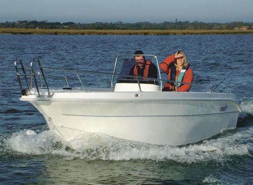 outboard walkaround / center console / sport / 5-person max.