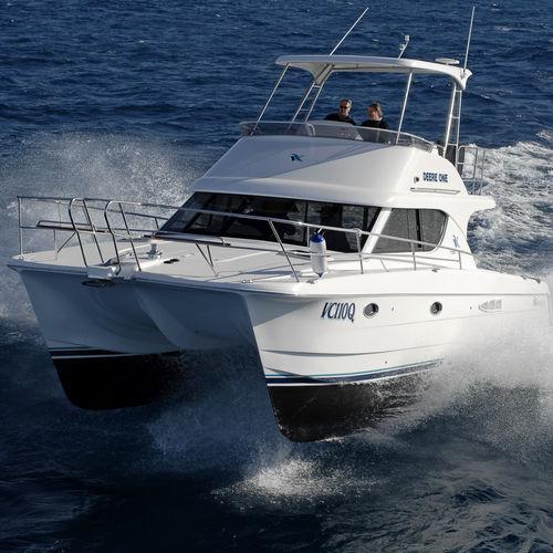 catamaran express cruiser / inboard / diesel / flybridge
