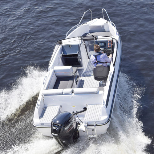 outboard runabout / bowrider / dual-console / ski