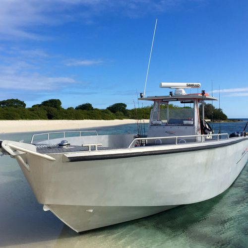 outboard runabout / twin-engine / center console / sport-fishing
