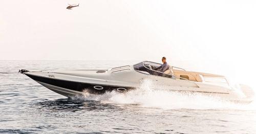 inboard express cruiser - Hunton Powerboats