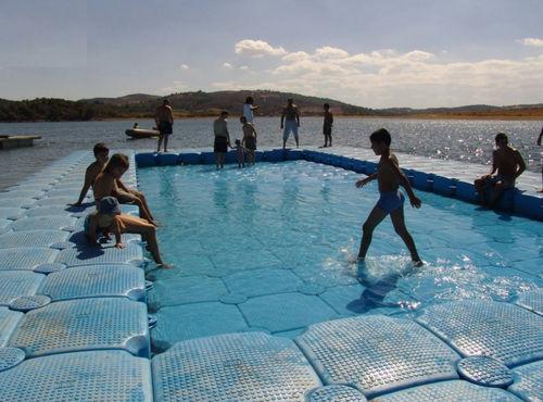 floating swimming pool / modular