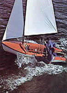 double-handed sailing dinghy / instructional / symmetric spinnaker / single-trapeze