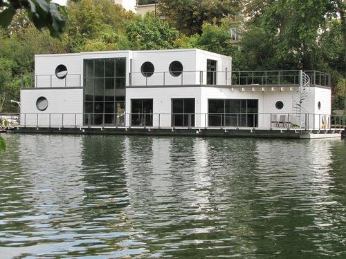 Floating house Hansen
