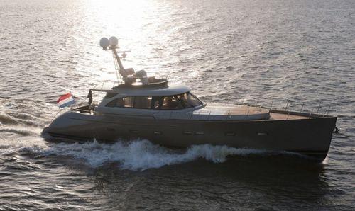 cruising motor yacht / classic / flybridge / wheelhouse