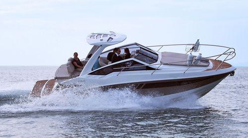 inboard cabin cruiser / open / sport / 6-person max.