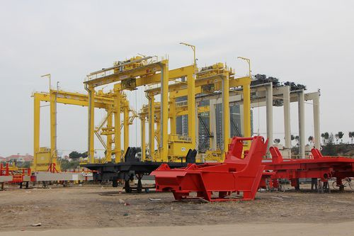 Rubber-tired container stacking crane RTG Noell